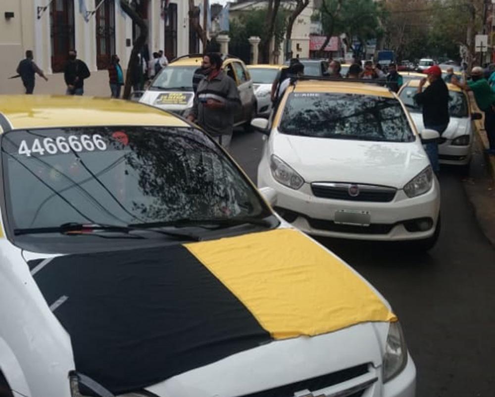Taxistas se manifestaron contra el desembarco de Uber en Posadas