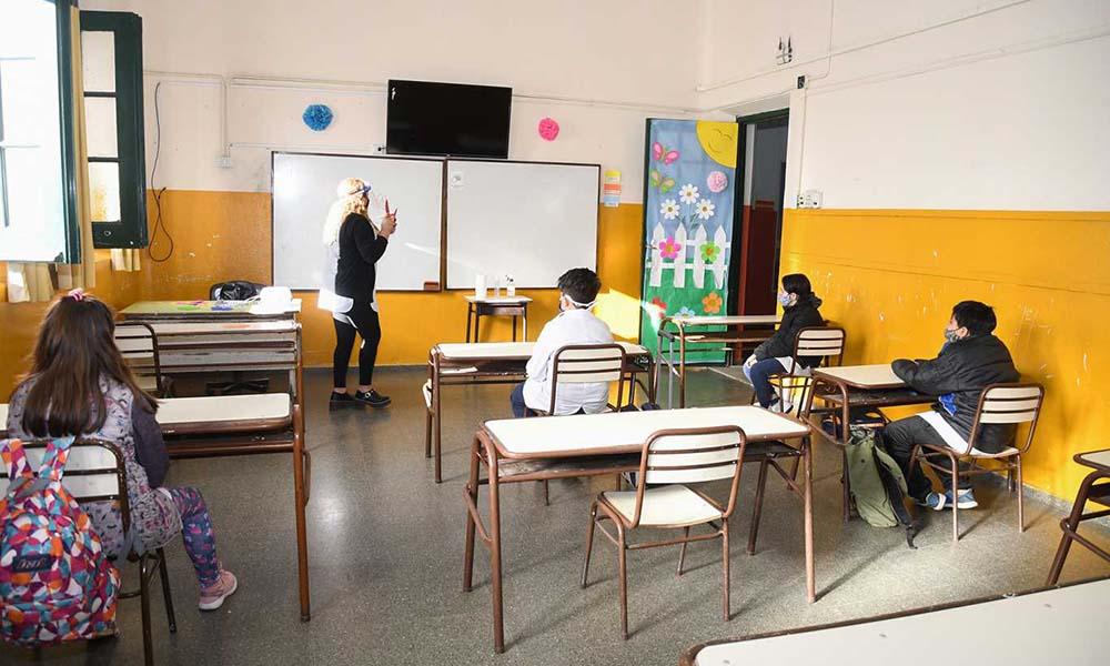 Hoy comienzan las clases en cuatro distritos del país